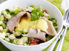 pastasalade met gerookte forel en mangodressing