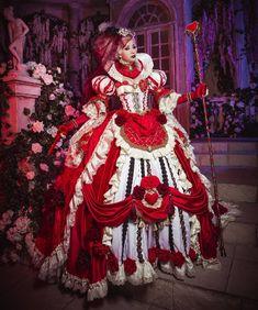 Sakizou Queen of Hearts cosplay Sakizo art costume Queen Of Hearts Costume, Queen Costume, Burlesque Costumes, Fantasy Costumes, Tutu Costumes, Costume Venitien, Fantasy Gowns, Art Costume, Red Queen