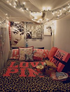 love pink... i wish my room looked like this <3!!!