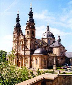 Fulda: Dom St. Salvator und Bonifatius    Der Dom St. Salvator und Bonifatius wurde 1704 - 1712  anstelle einer Basilika aus karolingischer Zeit errichtet. In ihm  befindet sich das Bonifatiusgrab.