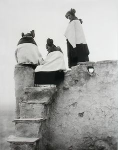 Hopi Indian women, watching the dancers.USA, ca 1907. - Photographer: Edward Curtis.