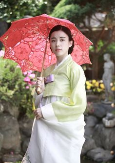 Han Hyo-Ju 한효주 // Korean movie / 해어화 / 解語花 / Love, Lies/ the story of two gisaeng's love, friendship and breaking off relations. Korean Traditional Dress, Traditional Fashion, Traditional Dresses, Korean People, Korean Women, Korean Girl, Korea Fashion, Asian Fashion, Orientation Outfit