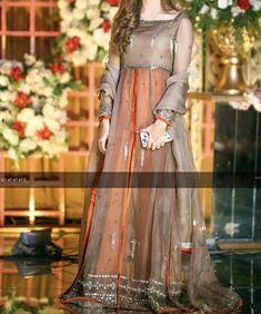 Beautiful Pakistani Dresses, Pakistani Formal Dresses, Pakistani Fashion Party Wear, Pakistani Dress Design, Pakistani Outfits, Stylish Dress Book, Stylish Dresses For Girls, Simple Dresses, Casual Dresses