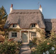 Future House, My House, Beautiful Homes, Beautiful Places, English Cottage Style, Cottage In The Woods, Chula, Rose Cottage, Cottage Homes