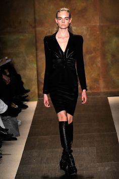 See the complete Hervé Léger by Max Azria Fall 2009 Ready-to-Wear collection.