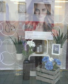Beautiful display window #hairdresser #salon #beauty #decoration #inspiration #showcase #shop #shoppingwindow #flowers