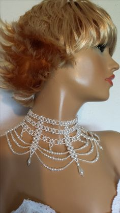 Necklace: pearls...