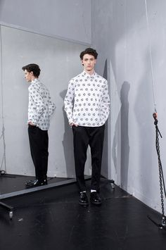 """This summer MEI KAWA came up with a completely different tone than before but with a collection that is still very typical of the brand. The designer unfolds the concept: the """"less in sometimes more"""", dynamism and the. Fashion Photo, Fashion 2015, Fashion Men, Mens Fall, Angkor, Spring Summer 2015, Long Sleeve Shirts, Autumn Fashion, Normcore"""