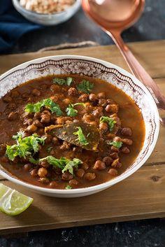 Instant Pot Kala Chana - Punjabi Black chana Recipe - My Tasty Curry Kala Chana Curry Recipe, Chaat Recipe, Masala Recipe, Indian Food Recipes, Vegetarian Recipes, Cooking Recipes, Black Channa Recipe, Recipe Without Onion, Vegetarische Rezepte