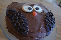 Owl Cake - yes, this one! But with Oreo eyes. Ladybug Cakes, Owl Cakes, Birthday Party Treats, 3rd Birthday, Chocolate Buttons, Chocolate Art, Balloon Cake, Character Cakes, Round Cakes