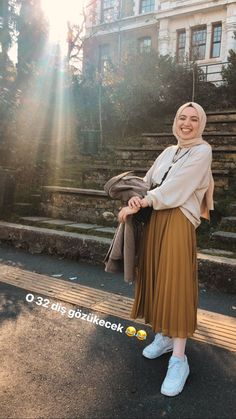Hijab Skirt Combine Advice – Charming Woman – Best Of Likes Share Modern Hijab Fashion, Street Hijab Fashion, Hijab Fashion Inspiration, Muslim Fashion, Modest Fashion, Look Fashion, Fashion Killa, Fashion Photo, Fashion Fashion