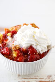 Sweet cherry pie filling and a butter crumble topping made with a cake mix make this cherry dump cake both easy and seriously delicious. Dump Cake Recipes, Cookie Recipes, Dessert Recipes, Dump Cakes, Poke Cakes, Frosting Recipes, Bundt Cakes, Pie Recipes, Thermomix