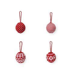 Strikkede julekugler - For at klare julekulden er julekuglerne trukket i striktrøjen. Kuglen fås i fire forskellige udgaver.   Kr. 10,- #tigerjul