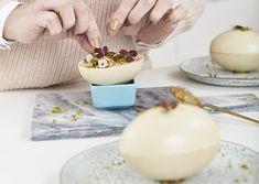 Påskeæg med rabarbermousse og saltet nøddekaramel | Meny.dk