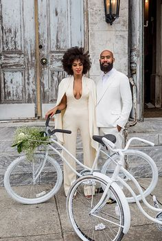 Cool mit Fahrrad und Overall auf der eigenen Hochzeit: Solange Knowles.