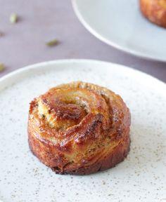 Kardemommesnegle på wienerdej - Pilens Køkken Croissant, Baked Potato, Muffin, Potatoes, Sweets, Cooking, Breakfast, Danish, Ethnic Recipes