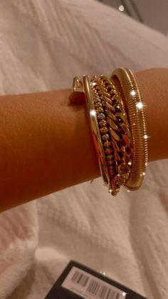 Antique Jewellery Designs, Fancy Jewellery, Gold Earrings Designs, Cute Jewelry, Body Jewelry, Jewelry Accessories, Jewelry Design, Women Jewelry, Fashion Jewelry