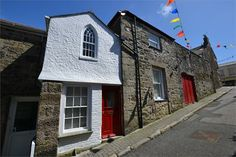 3 bedroom, grade 2 townhouse in Helston.  May make ideal rental opportunity or a holiday let