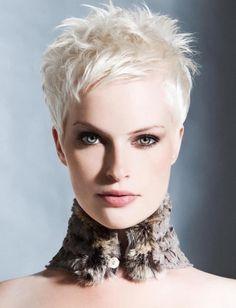 Trendy Haarkleur = Ice White! - Coupe Courte Femme