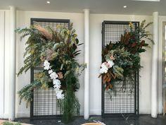 Wedding ceremony ideas altars entrance new ideas Boho Wedding Flowers, Wedding Flower Arrangements, Wedding Centerpieces, Floral Arrangements, Wedding Decorations, Wedding Ceremony Ideas, Wedding Reception Entrance, Backdrop Wedding, Reception Ideas