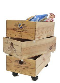Coffres empilables sur roulettes à partir de caisses de vin par Julien Robert.