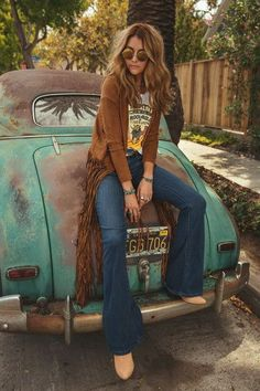Fringe Bootie ╰☆╮Boho chic bohemian boho style hippy hippie chic bohème vibe gypsy fashion indie folk the . ╰☆╮╰☆╮Boho chic bohemian boho style hippy hippie chic bohème vibe gypsy fashion indie folk the . 70s Inspired Fashion, 70s Fashion, Look Fashion, Trendy Fashion, Vintage Fashion, Gypsy Fashion, Hippie Chic Fashion, Fashion Online, Retro Fashion 60s
