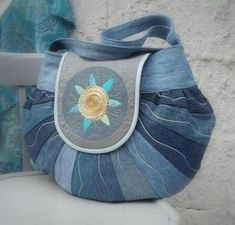 Round the world bag made from recycling jeans material decorated machine embroidery by colettecolor Could use half a dresdan plate pattern pattern for this :) just the picture Patchwork Bags, Quilted Bag, Jean Purses, Purses And Bags, Old Jeans Recycle, Upcycle, Denim Ideas, Denim Purse, Denim Crafts