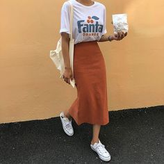 Beautiful outfits with midi skirts that will make your jeans break - Damenbekleidung - Jupe Legging Outfits, Outfit Jeans, Curvy Outfits, Casual Outfits, Long Skirt Outfits, Midi Skirt Outfit Casual, Skirt Ootd, Rock Outfits, Casual Skirts