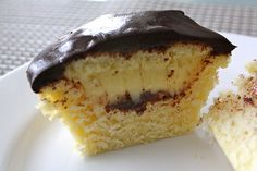Boston Cream Cupcakes Boston Cream Cupcakes, Cook County, Easter Ideas, Sweet Treats, Cheesecake, Food And Drink, Cozy, Website, Cheesecakes