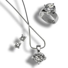 Bündner Kristalle rein wie Diamanten Direkt vom Strahler, dem Steinesucher gefunden und von Profis zu wunderschönem Schmuck verarbeitet.  Die Schmuckstücke wurden mit 925 Sterling Silber gearbeitet und mit einner edlen Rhodium Schicht veredelt.  Aus der Region für die Region - Beschenken Sie Ihre Liebsten mit diesem wunderschönem Set. Belly Button Rings, Jewelry, Swiss Guard, Stud Earring, Spot Lights, Crystals, Stones, Jewlery, Jewerly