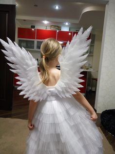 Wings for an angel costume: how and what to do . - Clothes and Crafts Kids Angel Costume, Costume Ange, Angel Wings Costume, Diy Angel Wings, Diy Wings, Angel Dress For Kids, Couple Costumes, Diy Costumes, Halloween Costumes