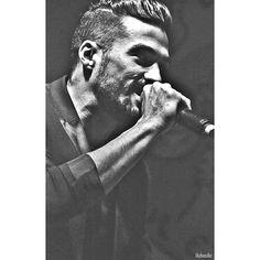 #FlorentMothe #singer #RoiArthur  #lalegendeduroiarthur #artist #blackandwhite #noiretblanc #live #concert #black #chou #cute #solar #beard #instamusic #music #musica #dandy #laclasse  #laclasseadallas #class #man #artist #serie3