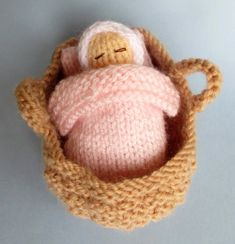 Baby Knitting Patterns Christmas Free knitting pattern for - Baby in a basket crib tba tiny The baby measures jus. Baby Knitting Patterns, Knitted Doll Patterns, Knitting For Kids, Crochet Dolls, Baby Patterns, Free Knitting, Knitting Projects, Crochet Patterns, Knitting Toys