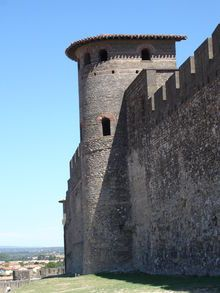Carcassonne.Les tours gallo-romaines en forme caractéristique de fer à cheval