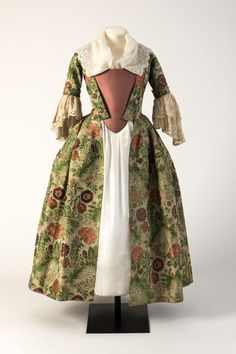 Green and pinks brocade woven silk open robe, 1730s | Fashion Museum, Bath