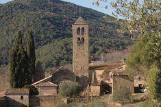 La iglesia románica de Sant Pere de Llorà, restaurada, en pleno valle del Llémena, a solo 5 minutos de EL NUS DE PEDRA.
