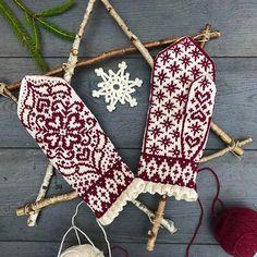 Ravelry: Julia pattern by JennyPenny Fair Isle Knitting, Loom Knitting, Knitting Socks, Knitting Patterns, Knitted Mittens Pattern, Knitted Gloves, Yarn Projects, Skulls, Tricot