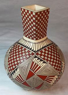 Mata Ortiz Pottery, tall-necked small pot by Blanca Quezada Ceramic Pottery, Pottery Art, Ceramic Art, Native American Pottery, Native American Art, Carillons Diy, Red Pigment, Decorative Gourds, Glass Bottle Crafts