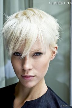 Hairstyles Spring Summer 2011 Typischich At Edgy Short Hair, Short Blonde, Short Hair Cuts, Short Hair Styles, Pixie Hairstyles, Short Hairstyles For Women, Cool Hairstyles, Ombré Hair, Hair Dos
