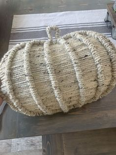 Check out this creative knitted pumpkin fall decor idea for front door or living room mantel. This Fall wreath on a budget is perfect for autumn decor for your living room. #hometalk Pumpkin Wreath, Diy Pumpkin, Pumpkin Crafts, Easy Fall Wreaths, How To Make Wreaths, Holiday Wreaths, Fabric Pumpkins, Fall Pumpkins, Shabby Chic Fall