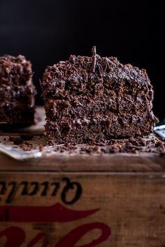 ♥ Schokoladenkuchen mit Schokopudding und Schokobuttercreme (The Brooklyn Blackout Cake) Sweet Recipes, Cake Recipes, Dessert Recipes, Brooklyn Blackout Cake, Just Desserts, Delicious Desserts, Cake Cookies, Cupcake Cakes, Gula
