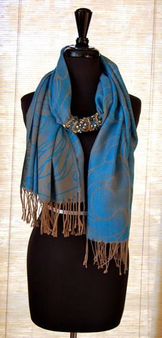 30 Super Stylish Ways To Tie A Pashmina Scarves/Shawl Scarf Knots, Scarf Hat, Ways To Wear A Scarf, How To Wear Scarves, Scarf Necklace, Scarf Jewelry, Pashmina Scarf, Scarf Styles, Diy Clothes