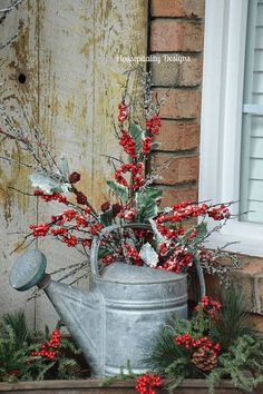 Christmas 2015 Front Porch/Vintage Watering Can – Housepitality Designs The post Christmas 2015 Front Porch with Rudy appeared first on Dekoration. christmas porch Christmas 2015 Front Porch with Rudy Winter Christmas, Christmas Home, Christmas Wreaths, Elegant Christmas, Christmas Porch Ideas, Christmas Cactus, Christmas Island, Christmas Front Porches, Country Christmas Crafts