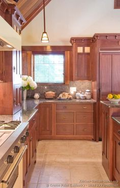 Discover the quality and beauty of the Craftsman Kitchen design in this informative article featuring pictures of kitchens in the Craftsman style. Mission Style Kitchens, Craftsman Style Kitchens, Bungalow Kitchen, Craftsman Interior, Home Kitchens, New Kitchen, Kitchen Dining, Kitchen Ideas, Cherry Kitchen