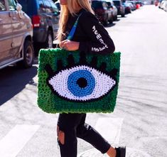Marvelous Crochet A Shell Stitch Purse Bag Ideas. Wonderful Crochet A Shell Stitch Purse Bag Ideas. Crochet Eyes, Bag Crochet, Crochet Shell Stitch, Crochet Handbags, Crochet Purses, Crochet Clothes, London Kaye, Embroidered Bag, Knitted Bags