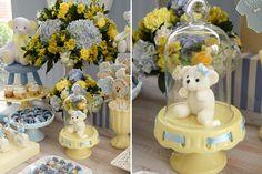 Chá de bebê com tema de ursinho - Decoração em azul e amarelo ( Decoração: Fabiana Moura   Doces: Sweet Carolina )