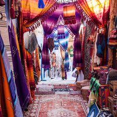 #Moroccan #markets in #Marrakesh. Plenty of colourful fabrics to inspire #lovekas