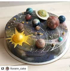 What do you think about this cake?😉😏😏 ⠀ ⠀ Stay with 👉👉 to joy amazing desserts 🍩🍰😋 ⠀ ⠀ Credits by ⠀ ⠀ Tag… Beautiful Cakes, Amazing Cakes, Bolo Tumblr, Cake Cookies, Cupcake Cakes, Solar System Cake, Planet Cake, Mirror Glaze Cake, Mirror Cakes