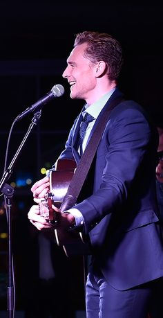 Tom Hiddleston performs at the after party for the premiere of 'I Saw The Light' on October 17, 2015 in Nashville, Tennessee. Full size image: http://ww4.sinaimg.cn/large/6e14d388gw1ex5qscn682j21kw1hatja.jpg Source: Torrilla, Weibo