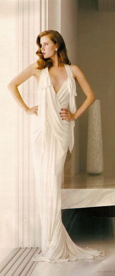 Amy Adams-She looks like a beautiful piece of sculpture! Another 1930's-40's styling.